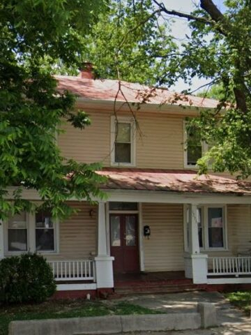 Susan Haas represented the seller for 1235 W Washington St.